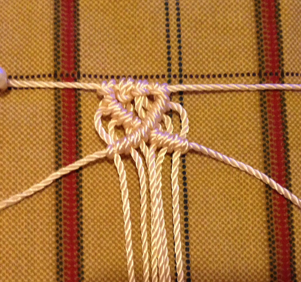 macrame diamond pattern